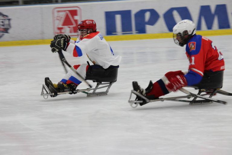Игра молодежной сборной со следж-хоккейной командой «Феникс»
