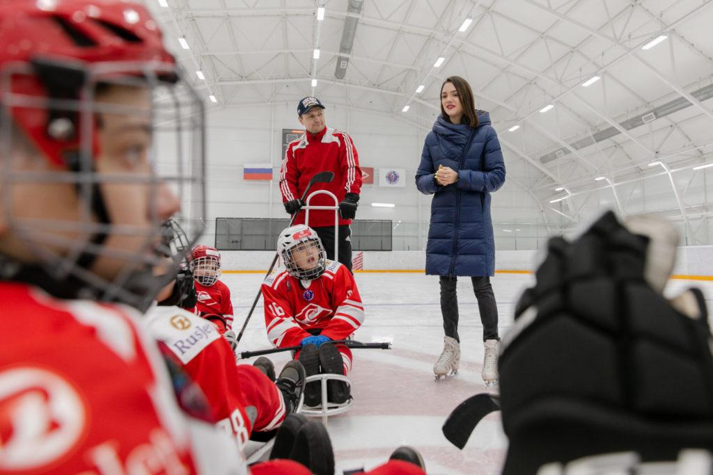Олимпийская чемпионка Евгения Медведева поделилась со следж-хоккеистами секретами успеха