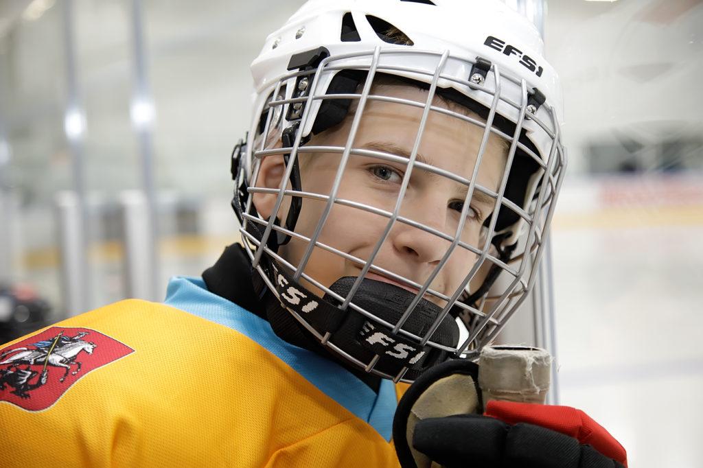 Незрячие хоккеисты «Фортуны» сыграли вместе с Михаилом Фисенко, центральным нападающем клуба КХЛ
