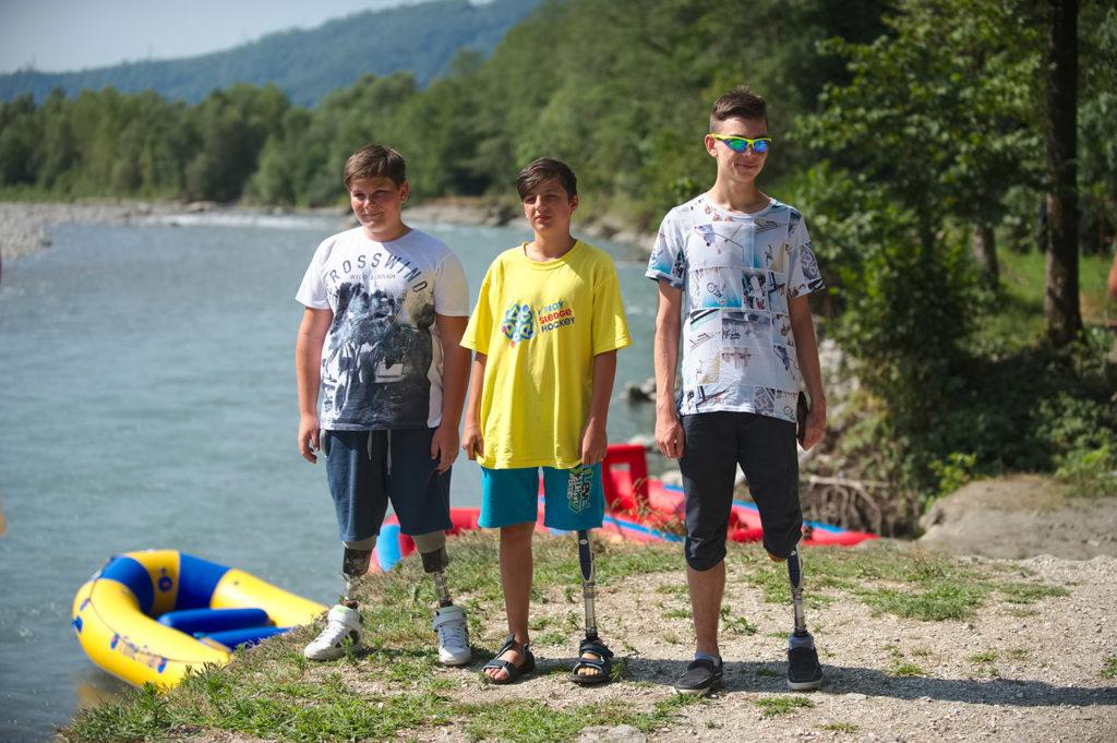 Участники Hockey Family Camp играют на Чемпионате мира