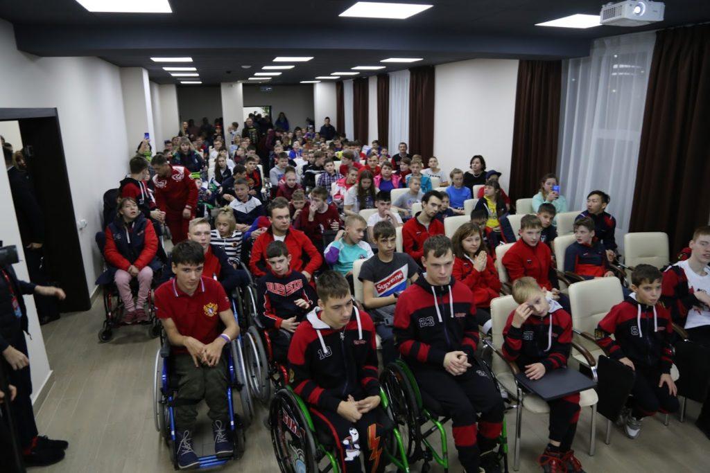 Паралимпийские чемпионы встретились с юными следж-хоккеистами со всей России