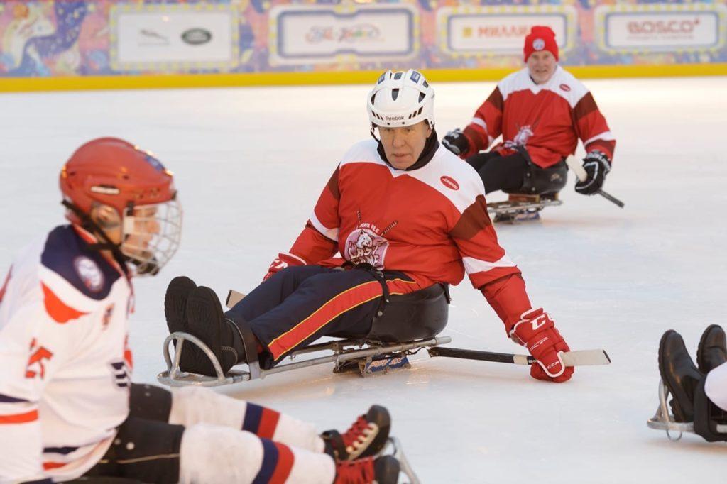 Наши спортсмены сыграли в следж-хоккей с Вячеславом Фетисовым