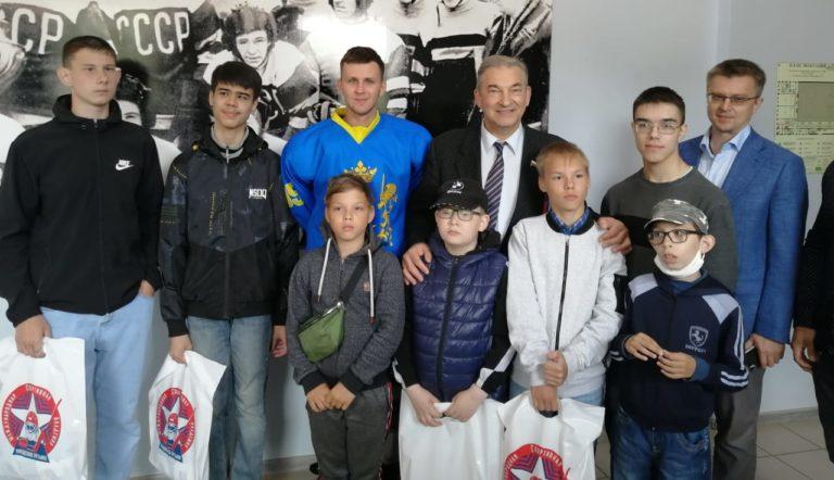 Владислав Третьяк сделал подарок ульяновской команде по хоккею для незрячих «Симба»