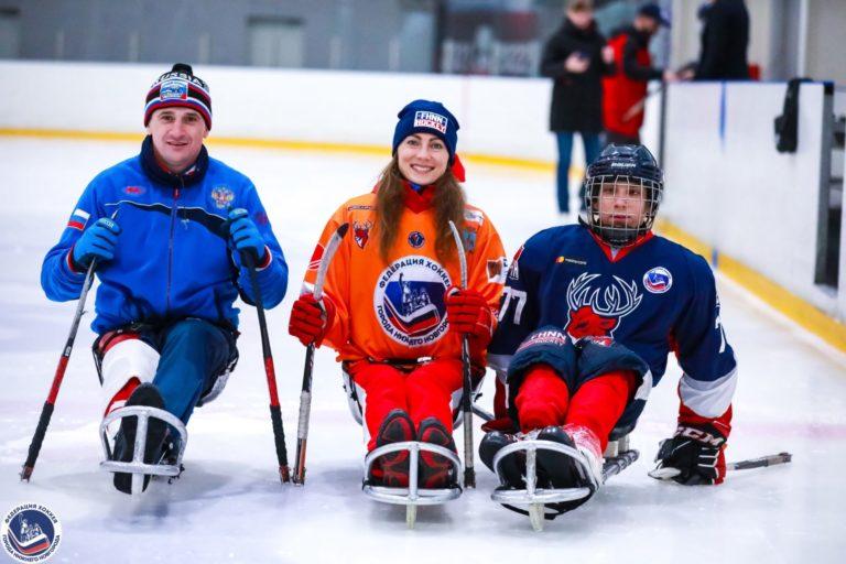Александра Могучая, призер паралимпийских игр в Токио посетила тренировку детской следж-хоккейной команды